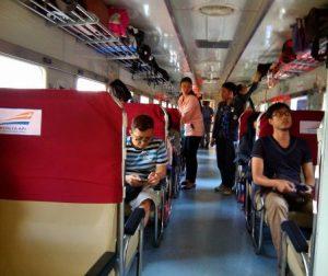 Interior kereta api Jayabaya