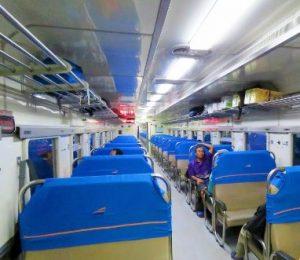 Interior kereta api Menoreh