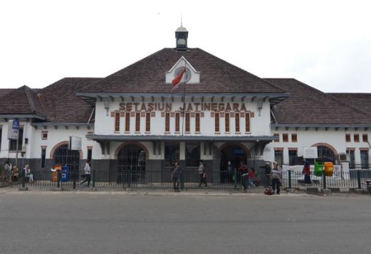 KA Stasiun Jatinegara